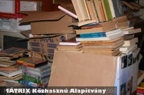 Az Adj egy könyvet Karácsonyra programban több ezer könyv gyûjtött össze a MÁTRIX Közhasznú Alapítvány
