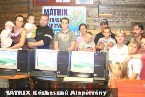 Számítógép Álom: Több család egyszerre vette át az ajándék számítógépüket