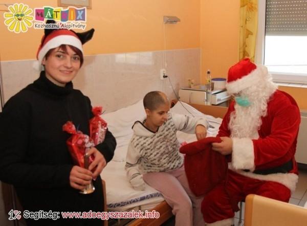 Kórházakba is vittünk ajándékokat