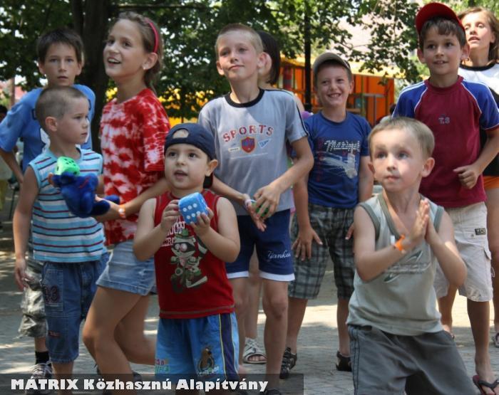 Gyermeknapi játszóházakat szervezünk