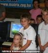 Örömteli pillanat: A gyerekek megkapják a számítógépeiket a MÁTRIX Közhasznú Alapítványtól